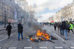 Avenue des Champs-Elysées, Paris - 16 mars